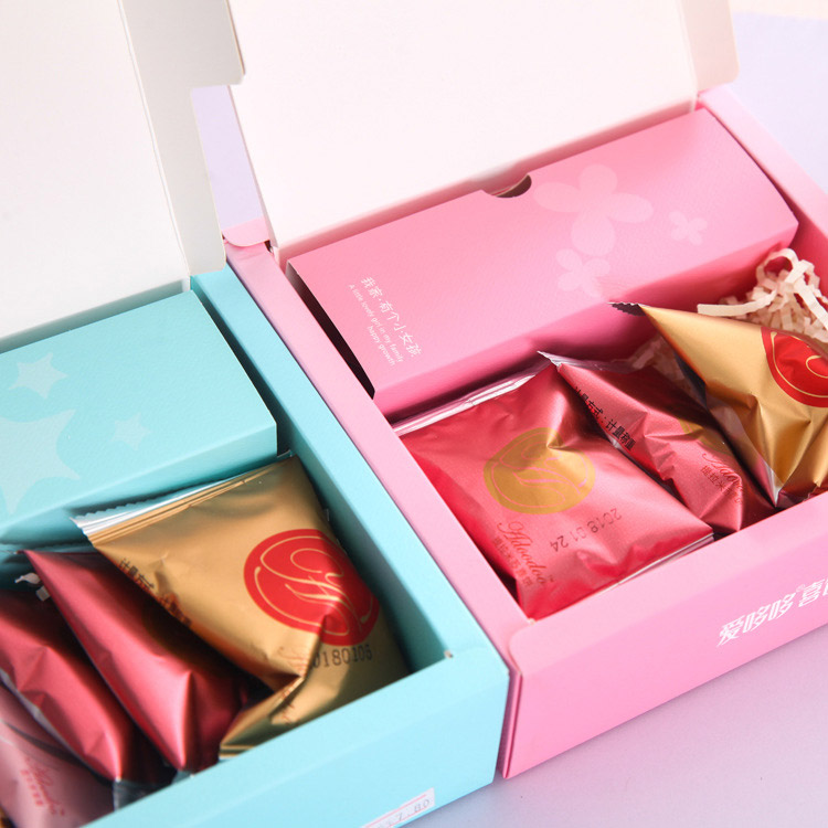 Clamshell white cardboard food packaging candy box